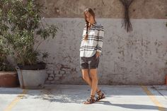 Siria Shirt Mexico Print, Natural. Chino Short Zante Cotton Dark Grey. Penelope Sandals, Black.