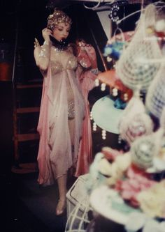 "fancydancynancy: ""the-king-of-coney-island: "" mydarling: "" Latin Quarter Club, New York City - Gordon Parks - 1958 "" "" ❤ Vintage Wonderland ❤ "" Hollywood Glamour, Old Hollywood, Gordon Parks, Vintage Glamour, Cabaret, Photo Trop Belle, Vintage Burlesque, Latin Quarter, Burlesque Costumes"