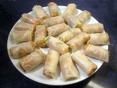 How to roll spring rolls easily - The easy recipe by Toques 2 Cuisine - Reggie Squeers Healthy Dinners For Two, Healthy Dinner Recipes, Easy Meals, Vegetarian Appetizers, Appetizer Recipes, Vegetarian Recipes, Deviled Eggs Recipe, No Dairy Recipes, Spring Rolls