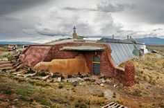 Pioneered by Michael Reynolds of Taos in the late Natural Building, Green Building, Building A House, Sustainable Architecture, Residential Architecture, Contemporary Architecture, Recycled House, Earthship Home, Passive Solar Homes