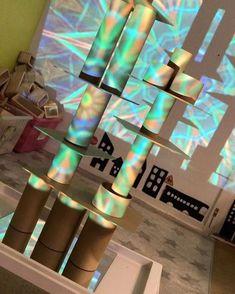 Inbjudande lärmiljöer. #förskola #fsk #preschool #pedagogiskalärmiljöer #pedagogik #byggochkonstruktion #utforskande #lärande #utforskande #digitalaverktyg #digitalalärmiljöer Overhead Projector, Light Effect, Reggio Emilia, Lessons For Kids, Recycled Materials, Recycling, Preschool, Appar, Inspiration