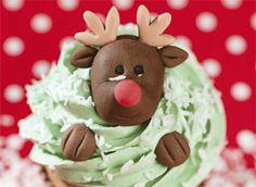 Op zoek naar een leuke traktatie? Maak deze leuke kerstcupcakes met Rudolph the red nosed reindeer. Daarmee steel je zeker de show!