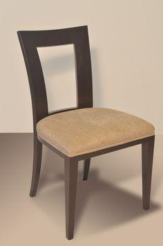 Materiales: Silla de madera de guindo lustrada y tapizada (tela a elección) Medidas: 0,50 mt de frente x 0,45 mt de profundo x 0,88 mt de altura. Al asiento 0,47 mt
