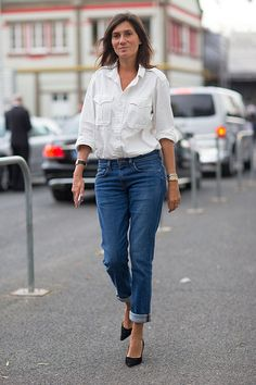 Emmanuelle Alt in a white shirt and jeans / Fashion Week street style Fashion Articles, Fashion News, Fashion Tag, Trendy Fashion, Fashion Models, Emmanuelle Alt Style, Paris Fashion Week, White Shirt And Jeans, Blue Jeans