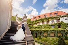 Свадебная фотосессия в прекрасных Вртбовских садах в городе Прага
