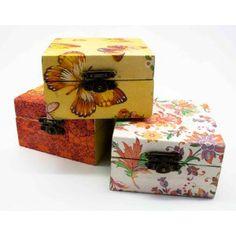 Cajas decoradas con servilletas de la página www.createmanualidades.es