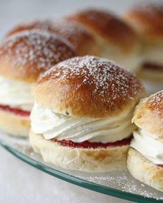 Waleskringle - krem.no Pavlova, Hamburger, Bread, Food, Meal, Hamburgers, Essen, Hoods, Burgers