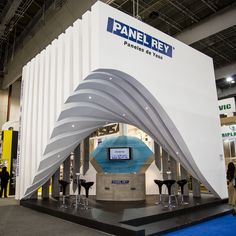 Undulating Cube surround; Exhibit / Tradeshow design.