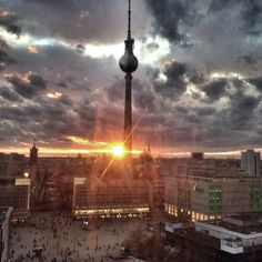 Der Fernsehturm in seiner ganzen Pracht. Kein wirklicher Insidertipp für Berlin, aber einfach schön anzuschauen! Mehr Tipps? Im Artikel.