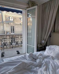 Interior Styling, Interior Design, Room Interior, Living In Europe, World Of Interiors, Dream Home Design, Aesthetic Bedroom, Room Inspiration, Bedroom Decor