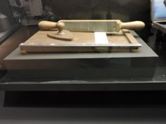 Museo Farmacia Militar - Pildorero para la fabricación de píldoras. El material…