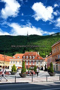 The Brasov Council Square (Piata Sfatului) - the main square of Brasov Brasov Romania, Bucharest Romania, Wonderful Places, Beautiful Places, Romanian Girls, Visit Romania, Famous Castles, Dream Land, Future Travel