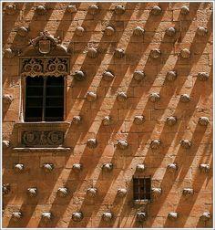 shells, a photo from Salamanca, Castilla y Leon Building Exterior, Built Environment, Our World, Spain Travel, Windows And Doors, Textures Patterns, Portal, Paths, Facade
