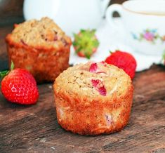 Muffins made of banana, strawberries, coconut and oats. (in French) Vegan Muffins, Oat Muffins, Breakfast Muffins, Cookies Light, Dessert Drinks, Desserts, Vegan Cake, Easy Healthy Recipes, Scones