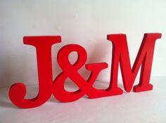 Holz verschlungenen Initialen. Um am Valentinstag für Ihre Hochzeit ... etc. geben Sie messen 18cm hoch (der höchste Punkt) und 42 cm lang, mit einer Dicke von 1,5 cm (bleibt stehen). Das Modell...