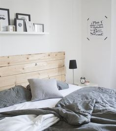 Wooden headboard looks great among all the whites and grays Deco-high three's apartment Home Bedroom, Bedroom Decor, Cama King, Scandinavian Bedroom, My New Room, Home And Living, Living Room, Interior Design, Furniture