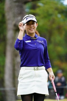 Golf Putting Tips, Beautiful Athletes, Golf T Shirts, Golf Fashion, Play Golf, Ladies Golf, What To Wear, Feminine, Lady