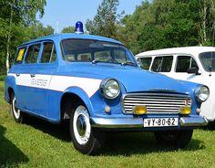 Škoda 1202, tyto automobily používala také Veřejná bezpečnost. Mini Trucks, Emergency Vehicles, Police Cars, Fire Department, Ambulance, Cars And Motorcycles, Vintage Cars, Porsche, Classic Cars