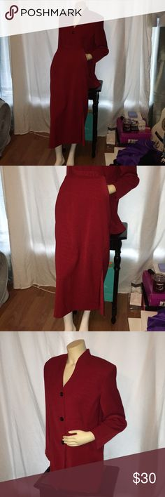 Burgandy Blazer and matching Skirt. This Beautiful Burgandy Blazer and Skirt are like new. The pattern looks like Alligator skin, and very pretty. It is sold by Sag Harborand is a 16 Talla. 100 percent Polyester, Sag Harbor Skirts Skirt Sets