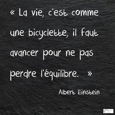 Albert Einstein a toujours raison! Citation Einstein, Albert Einstein Quotes, Great Quotes, Love Quotes, Inspirational Quotes, French Quotes, Quotes About Moving On, Some Words, Motivation