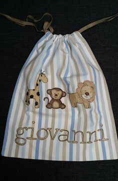 Sacchetto per asilo stoffa a righe + animali : Borse bambini di notonlyteddy Freehand Machine Embroidery, Goodie Bags, Textiles, Fabric Scraps, Couture, Day Dresses, Sewing Patterns, Cross Stitch, Quilts