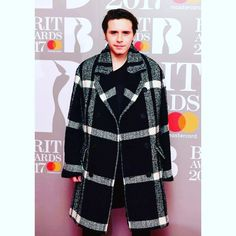Brooklyn Beckam 2017 Brit Awards I love this coat #blackpelicanapparel #fashionblogger #streetstyle #streetwear #mensfashion