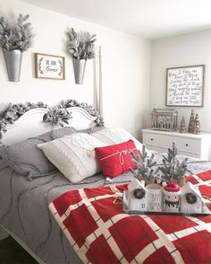 Christmas Bedroom Decor: 25 Ideas for a Cozy Holiday Bedroom! : Page 4 of 25 : Creative Vision Design Winter Bedroom Decor, Decoration Bedroom, Bedroom Themes, Bedroom Ideas, Teen Bedroom, Bedroom Designs, Master Bedroom, Christmas Bedding, Cozy Christmas