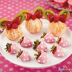 Minnie-shaped fruit treats are adorable and fun to eat!