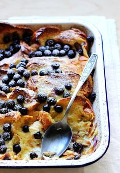 4 Points About Vintage And Standard Elizabethan Cooking Recipes! Baked Blueberry French Toast The Sugar Hit Blueberry French Toast, French Toast Bake, Blueberry Breakfast, Brunch Recipes, Sweet Recipes, Food Styling, Bread And Butter Pudding, Breakfast Dishes, Morning Food