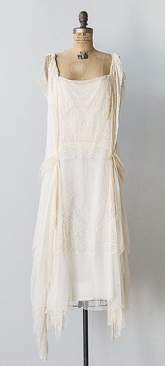 VINTAGE 1920s IVORY SILK LACE CHIFFON FLAPPER DRESS