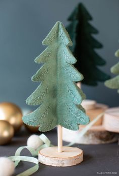 Mini Felt Christmas Tree with Embroidery - Lia Griffith Mini trees are a popular Christmas decoration that are simple to make. So before you buy any, we say try making this felt Christmas tree first! Tree Crafts, Christmas Projects, Felt Crafts, Holiday Crafts, Diy Crafts, Fabric Crafts, Felt Projects, Diy Felt Christmas Tree, Felt Christmas Decorations