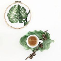 Five o' clock Coffee ☕️ ............ damit ich nicht ins 5 Uhr Loch falle... #mymondaycoffeemoment @craftifair  #kaffeepause #coffeetime #coffeeaddict #coffeeandseasons #stylingtheseasons #coffeelover #greenvibes