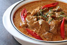 Panaeng Curry with Beef. This site makes me drool...