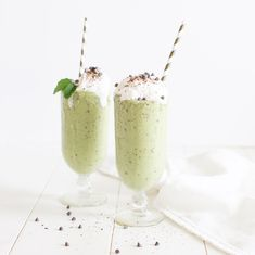 This Mint Chocolate Chip Smoothie will satisfy any craving you have for this flavour combination! We snuck some greens in and you can't even taste them! Dairy Free Chocolate Chips, Mint Chocolate Chips, Chocolate Desserts, Ice Milk, Smoothie Prep, Coconut Whipped Cream, Nutrition, Chocolate Shavings, Ice Cream Flavors