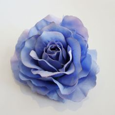 A great accessory to dress up any outfit.  Roses measure approximately 11cm across, on a 45mm duckbill clip