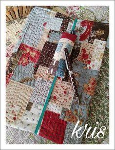 Tutorial funda Cómo lo prometido es deuda, aquí estoy con mi nuevo trabajo!!  Lo necesitaba, y que mejor, que hacerla diferente y c... Sashiko Embroidery, Japanese Embroidery, Embroidery Stitches, Machine Embroidery, Tutorial Patchwork, Patchwork Patterns, Boro Stitching, Quilt Display, Fabric Journals