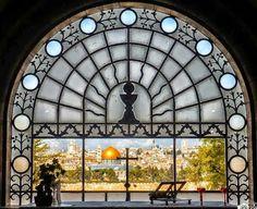 """Dominus Flevit """"El Señor lloró"""":  Desde este lugar Jesús al contemplar Jerusalén lloró..."""