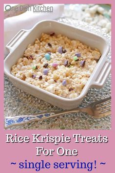 Rice Krispie Treats Recipe For One One Dish Kitchen things to try Single Serve Desserts, Single Serving Recipes, Köstliche Desserts, Delicious Desserts, Small Desserts, Cooking App, Cooking For One, Meals For One, Cooking Recipes