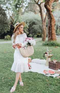 Chloe Wine Collection Rosé Picnic in Golden Gate Park - The City Blonde Picnic Photography, Photography Poses, Toronto Photography, Learn Photography, Free Photography, Picnic Photo Shoot, Picnic Fashion, Picnic Outfits, Picnic Style