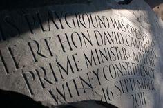 Tipografía en la piedra.