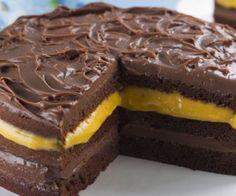 Receita de bolo de chocolate com creme de maracujá - Show de Receitas