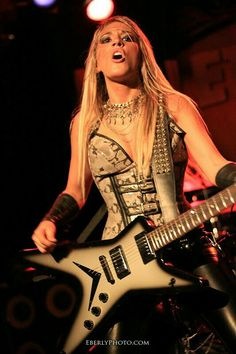 Laura Wilde3 Heavy Metal Girl, Heavy Metal Bands, Dean Guitars, Women Of Rock, Twist And Shout, Guitar Girl, Guitar Collection, Women In Music, Female Guitarist