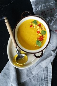 Golden, sweet corn soup with lots of aromatic spices. (In Polish)