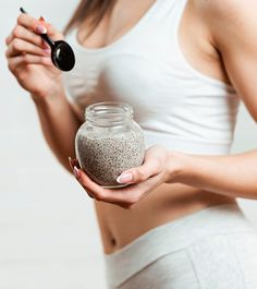 Chia seeds have numerous health benefits such as weight loss and boosting heart health. Find out how consuming chia seeds for weight loss works. Weight Loss Drinks, Weight Loss Diet Plan, Weight Loss Smoothies, Chia Benefits, Health Benefits, Chia Seed Recipes For Weight Loss, Chia Recipe, Healthy Menu, Healthy Eating