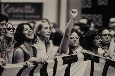 Documentário She's Beautiful When She's Angry narra a história do movimento de liberação das mulheres na década de 60 nos EUA.