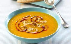 Gulerodssuppe med paprikasmør og nødder