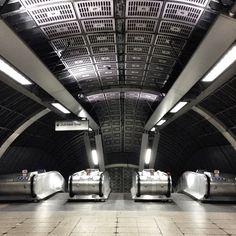 London Bridge Underground — Blair Thomson