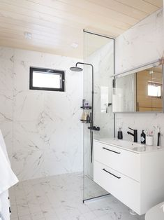 Double Vanity, Interior, Home, Modern, Bathroom Mirror, Bathroom Vanity, Round Mirror Bathroom, Bathroom, Bathtub