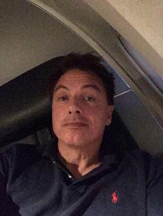 "John Barrowman MBE on Twitter: ""In bored at 38,000 feet jb"""