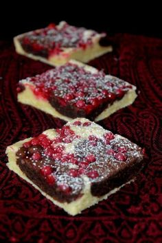 Super einfach und SO lecker! Cow speck cuts with redcurrants. Super easy and delicious! Cake & Co, Judo, Muffin Recipes, Let Them Eat Cake, Super Easy, Cow, Muffins, Bakery, Sugar